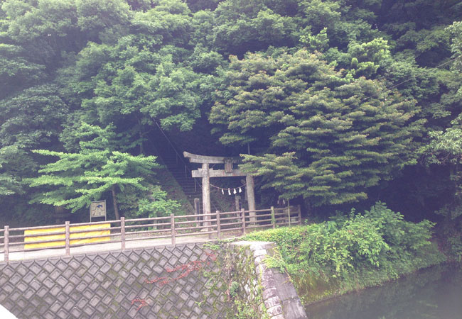 福岡市】ダムに水没してしまう神社を曲淵城跡に移動して建てられた山 ...